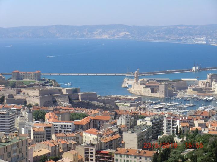 Die Stadt Marseille und der alte Hafen (Foto: M. Blancher)