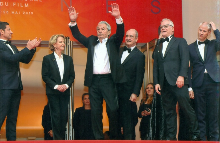 Alain Delon (mitte) (Foto: unbekannter Paparazzo, Foto gekauft von M. Blancher)