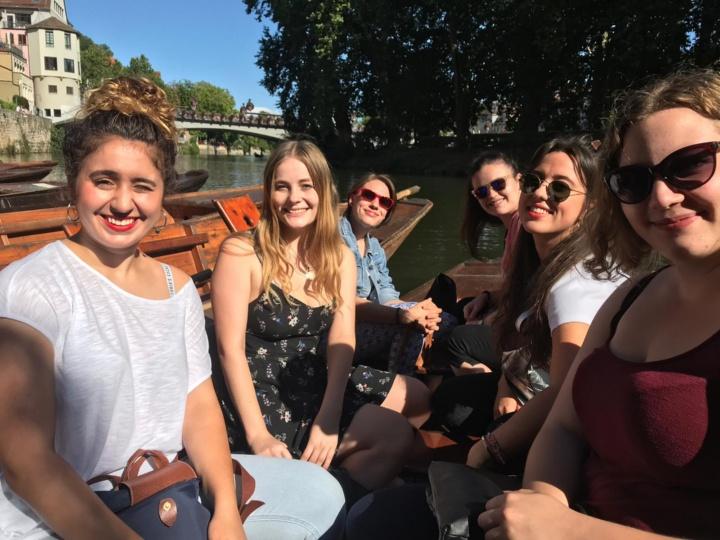 Eine Stocherkahnfahrt durch das schöne Tübingen durfte auf unserem Fachgruppen-Wochenende nicht fehlen! (c) Fachgruppe Germanistik