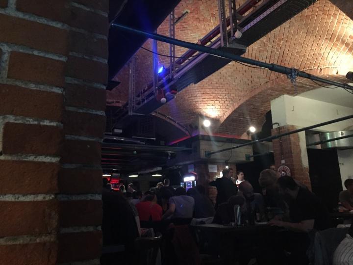 Rätseln beim PubQuiz im Juni 2018 im Café Faust. (c) Fachgruppe Germanistik