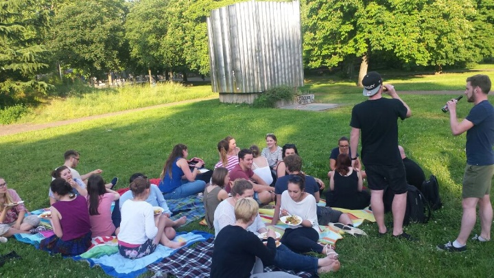 Jeden Sommer laden wir euch zu einem Picknick im Freien ein! (c) Fachgruppe Germanistik